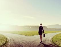 仕事と結婚、どちらを優先させるか…キャリアの分かれ道を迎えたあなたへ