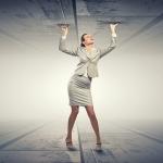職場で、客先で…働く女性がキャリアの壁を感じる瞬間