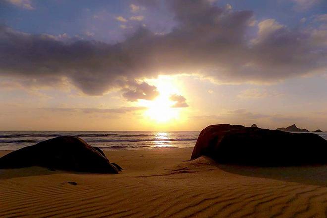 種子島の夕日の砂浜