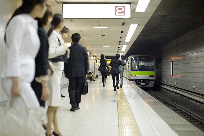 通勤満員電車のトラブル