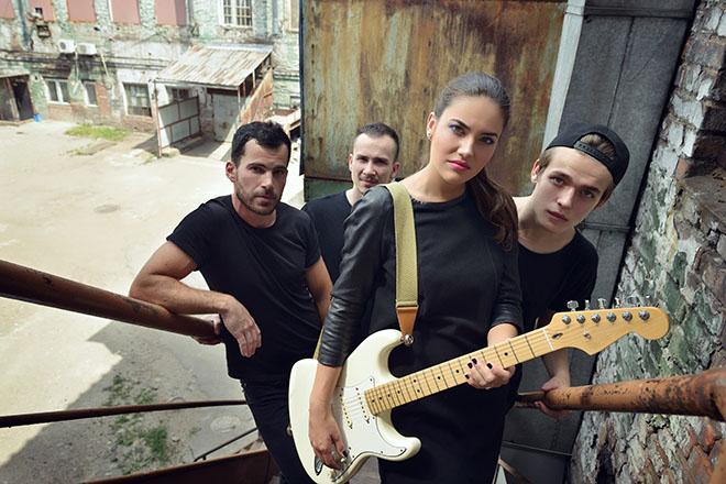 バンドを組む