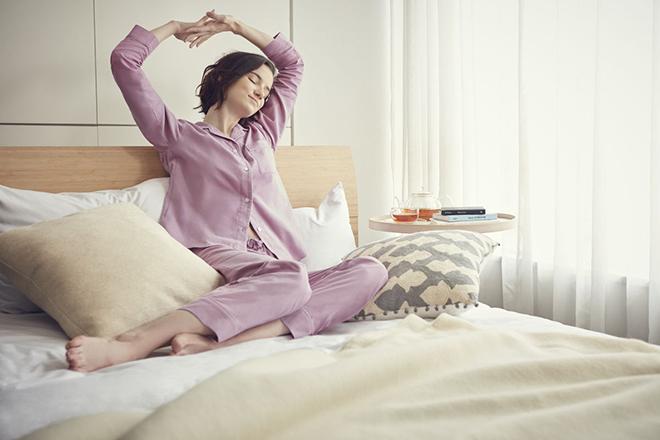ユニクロ コットンパイピングパジャマ着用イメージ