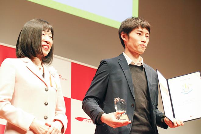 左:審査員のアキレス氏 右:渋谷ウェルネスシティ・コンソーシアムの平井氏