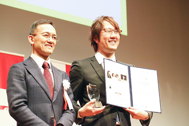 左:審査員の藤井氏 右:ヤフー株式会社の高橋氏