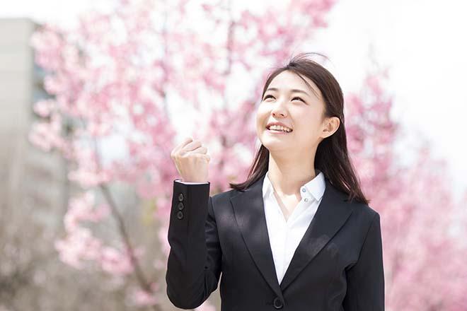 桜の木と新入社員